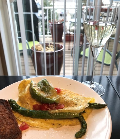 Brunch at Home Omelet Asparagus vomFASS Mall of America